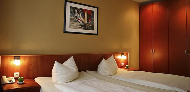 hotel verdi doppelzimmer. Black Bedroom Furniture Sets. Home Design Ideas